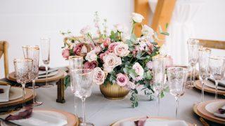 フラワーアレンジメントってなに?生け花や花束との違いなどについてご紹介します。